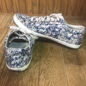 Taos Women's Star Navy Splash Sneakers Size 7.5